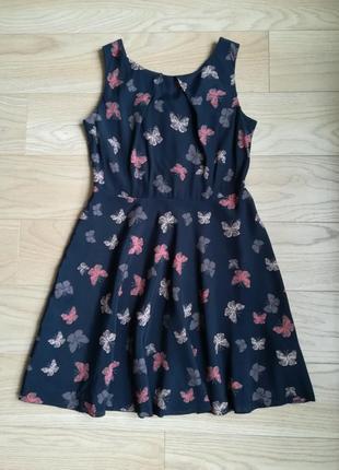 Приятное легкое платье в бабочки, с пышной юбкой