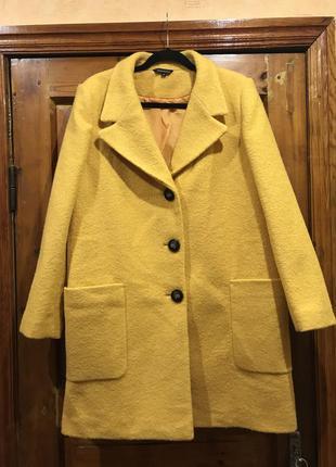 Стильное осеннее пальто букле