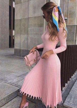 Платье миди плотной вязки с юбкой плиссе🤩
