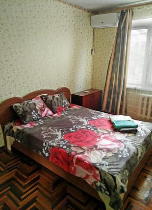 Квартира посуточно почасово 2-х комн, правый берег Осипенковский