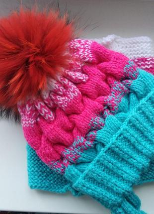 Яркий зимний комплект шапка и снуд