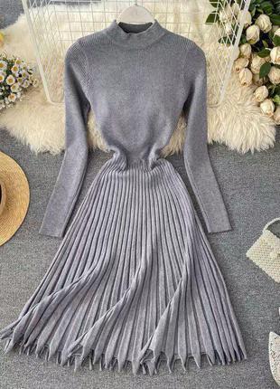 Платье миди трикотажное с рукавом