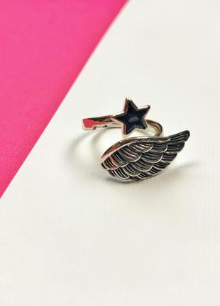 Кольцо серебро в наличии новое размер универсальный