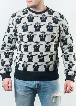 Шикарный шерстяной свитер с интересным принтом