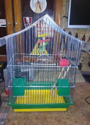 Клетка для попугаев. Отличное состояние. Полный комплект.