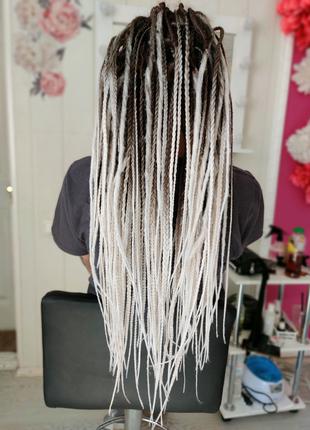 Плетение афрокосичек де дред де кос