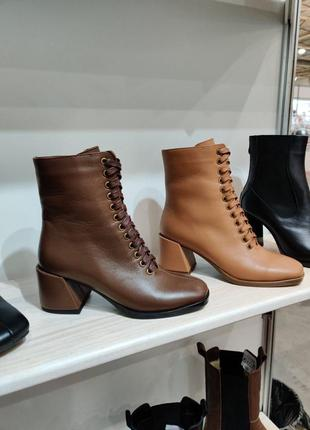 Ботинки женские на шнуровке каблук