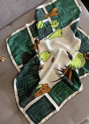 Сочный шелковый платок с фруктами