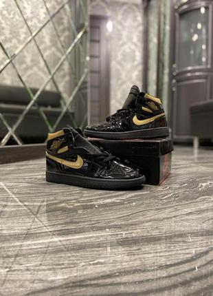 Nike air jordan 1 retro black gold