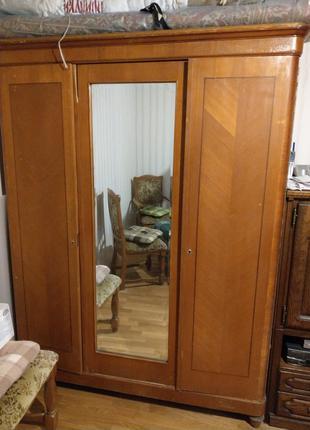 Шкаф деревянный, массив дерева и шпон, с зеркалом, СССР 50-х годо