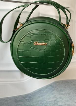 Яркая круглая сумка зеленого цвета