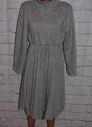 Платье трикотажное с юбкой плиссе (италия)