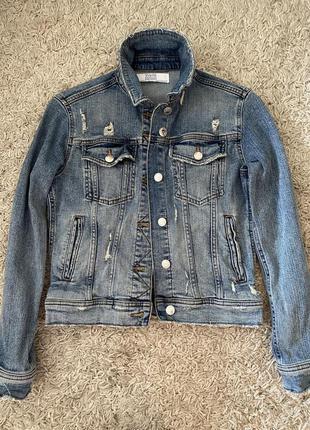 Джинсовая куртка, жакет, пиджак, джинсовка с потертостями, рва...