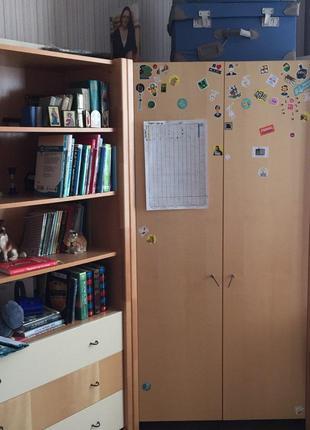 Детская мебель (стол, шкаф, комод с книжными полками)