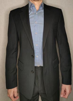 Покупал на выпускной за 200$ Одел два раза - первый в магазине вт