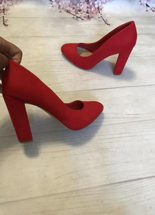 Туфли толстый каблук модные яркие