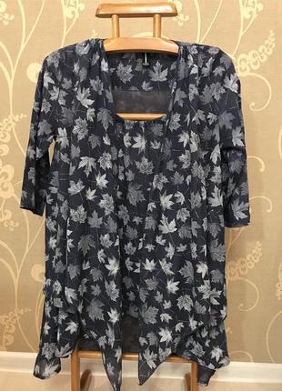 Очень красивая и стильная брендовая блузка в листиках.