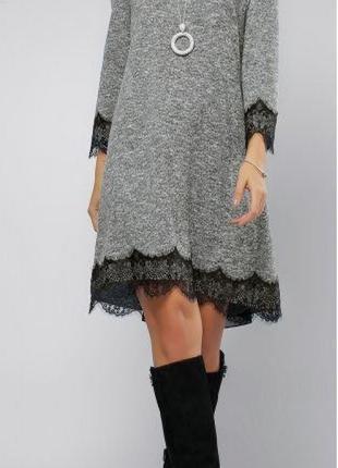 Платье с гипюром Серое