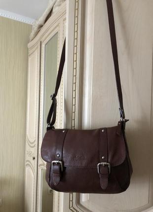 Практичная вместительная кожаная сумка кросс боди, натуральная...
