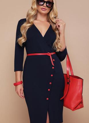 Стильное платье с красным кожаным поясом