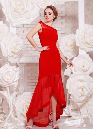 Элегантное длинное красное платье