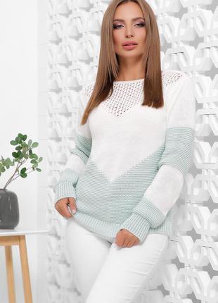 Стильный шерстяной свитер белого цвета