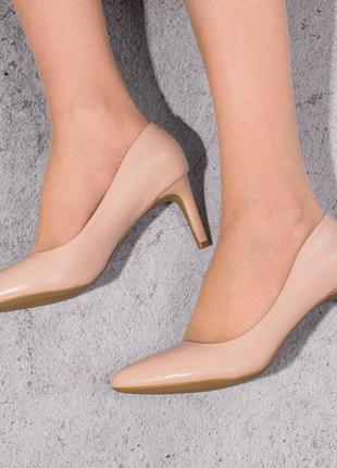 Элегантные туфли на среднем каблуке (328456)