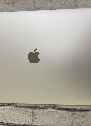 MacBook Pro 15 2017 i7/16/256