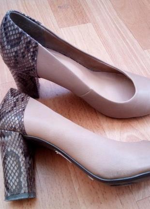 Женские туфли Ronzo на устойчивом каблуке