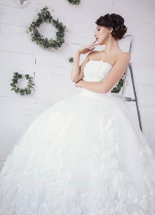 Обворожительное свадебное пышное платье для изысканных невест