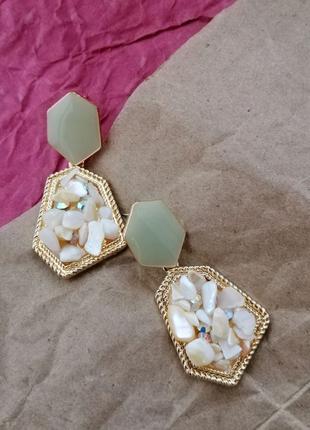 Сережки с камнями серьги золотые гвоздики тренд 2020 модные