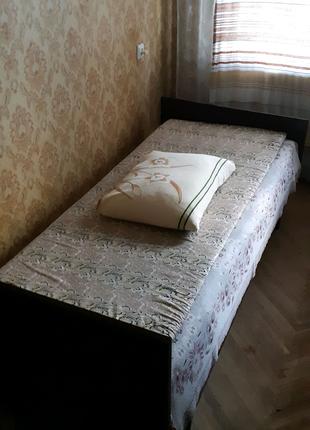 Кровать деревянная с матрацем. Продам кровать.