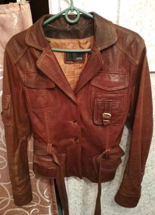 Женская кожаная куртка. Размер L.