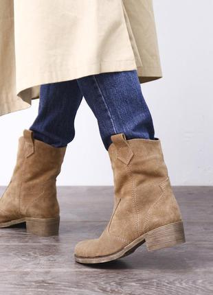 Замшевые демисезонные ботинки сапоги с широким голенищем (казаки)