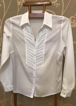Нереально красивая и стильная брендовая блузка белого цвета.