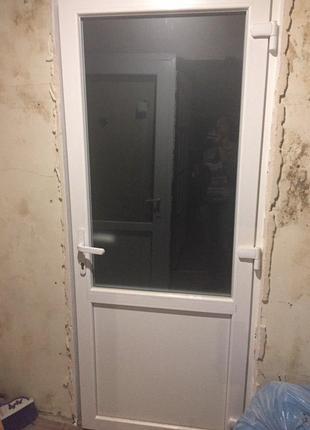 4 металлопластиковые межкомнатные двери.