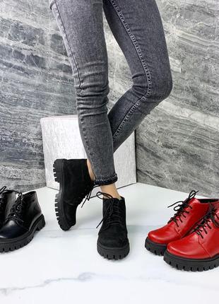 Чёрные кожаные ботинки на тракторной подошве,кожаные красные б...