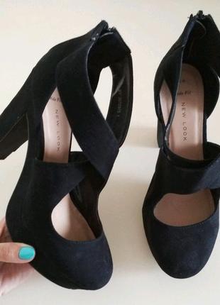 Продам фирменные туфельки NEW LOOK