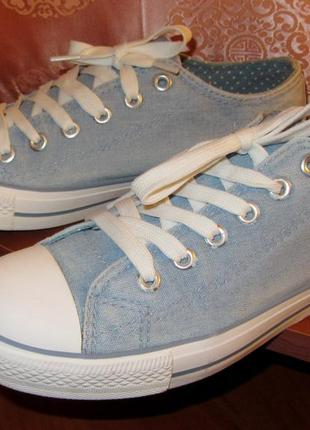 Джинсовые кеды нежно голубого цвета
