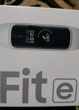 Новый фитнес браслет Samsung Galaxy Fite.