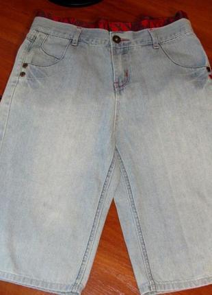 Джинсовые шорты светло голубого цвета на 12-13 лет