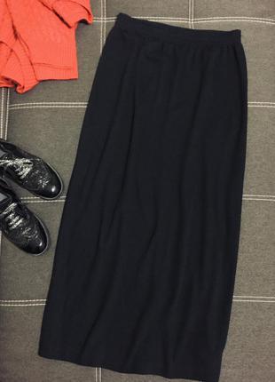 Чёрная трикотажная длинная юбка с разрезом сзади ☘️