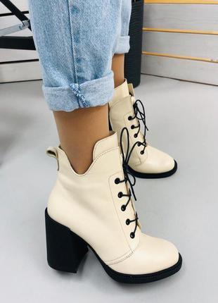 Женские кожаные демисезонные ботильоны на каблуке