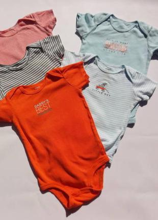 Carter's. бодики пакетом 5 шт. на 12-18 месяцев мальчику