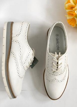 Оригинальные туфли стиля Оксфорд