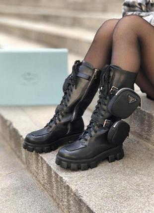 Кожаные женские сапоги на платформе черные