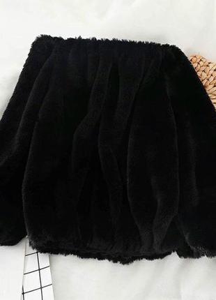 Плюшевая кофточка чёрная  с открытыми плечами