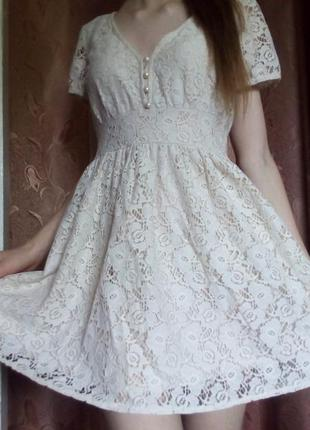 Платье бежевое гипюр