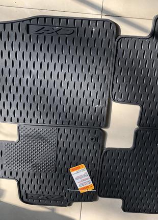 Оригинальные резиновые коврики на Mazda CX-7