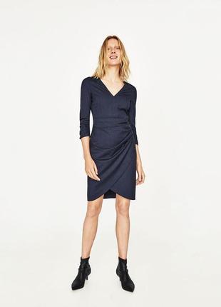 Стильное платье футляр с драпировкой от zara basic